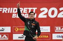 Jakob Ingebrigtsen jubler for gull på 800 meter i NM i sesongens siste banestevne for hans del. (Foto: Bjørn Johannessen)