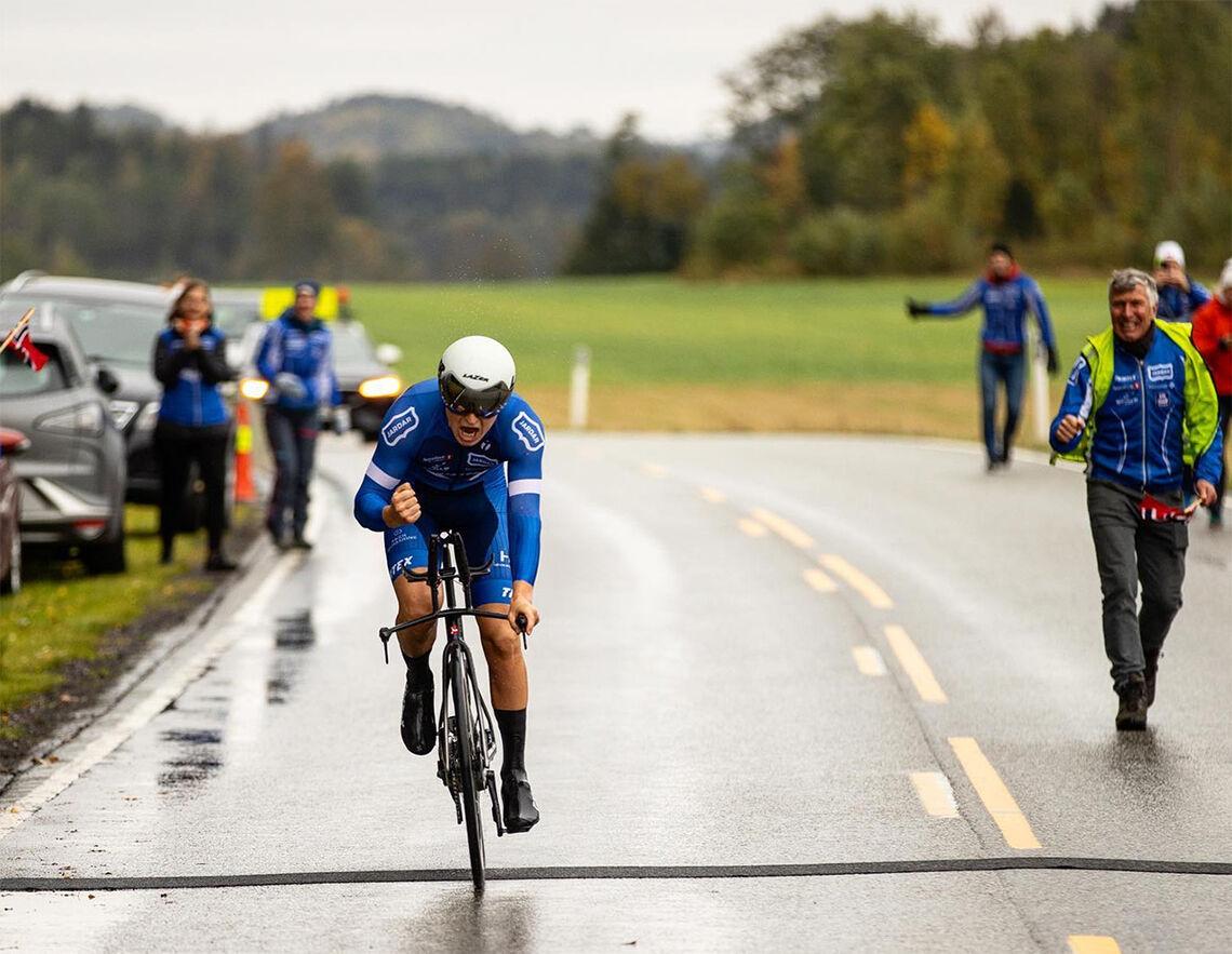 Hans Christian Tungesvik har akkurat gjort unna 200 km - med en snittfart på 41,7 km/t. (Foto: Sylvain Cavatz)