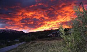 Himmel i brann over soløy ©Evy Hansen