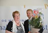 Blomsteroverrekkelse til daværende enhetsleder Dagfinn Dahle ved åpningen i 2010.