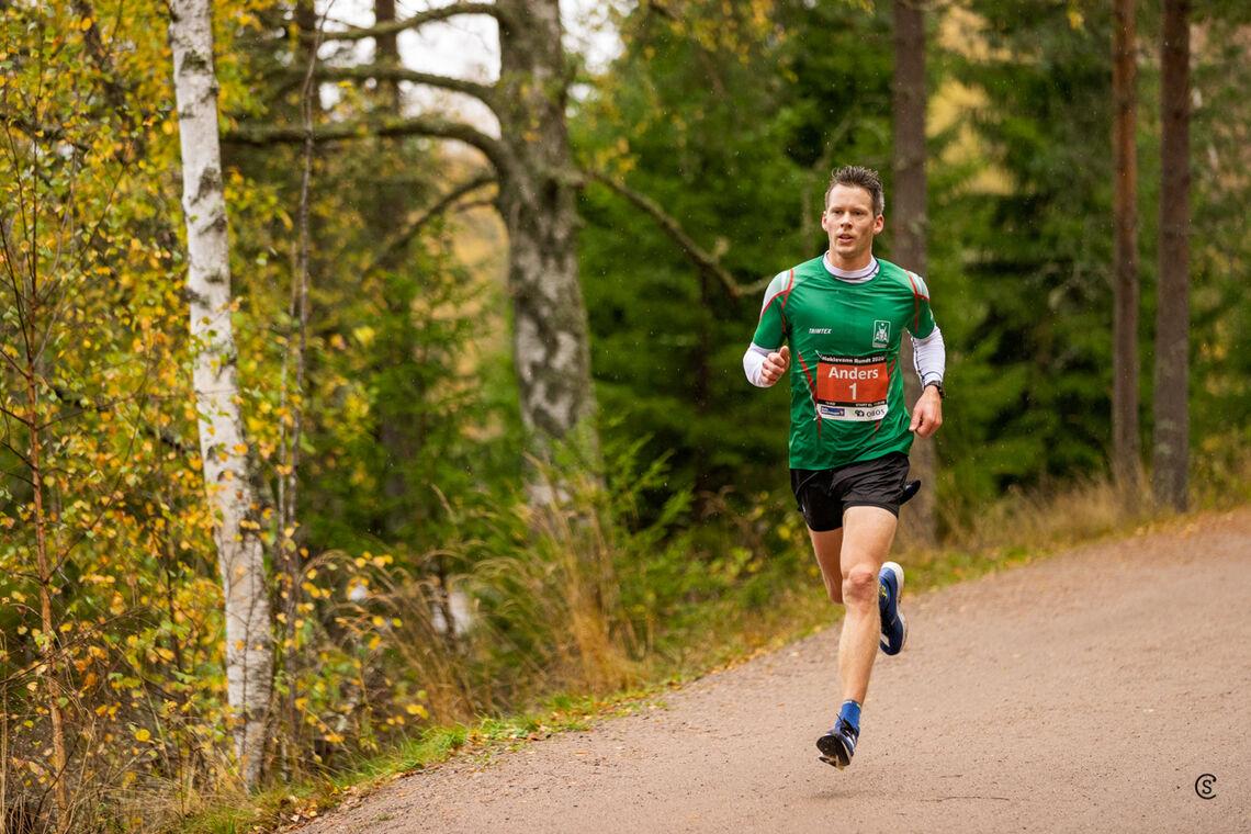Anders Gløersen vant lørdag 10 km i Nøklevann Rundt for femte år på rad. (Foto: Sylvain Cavatz)