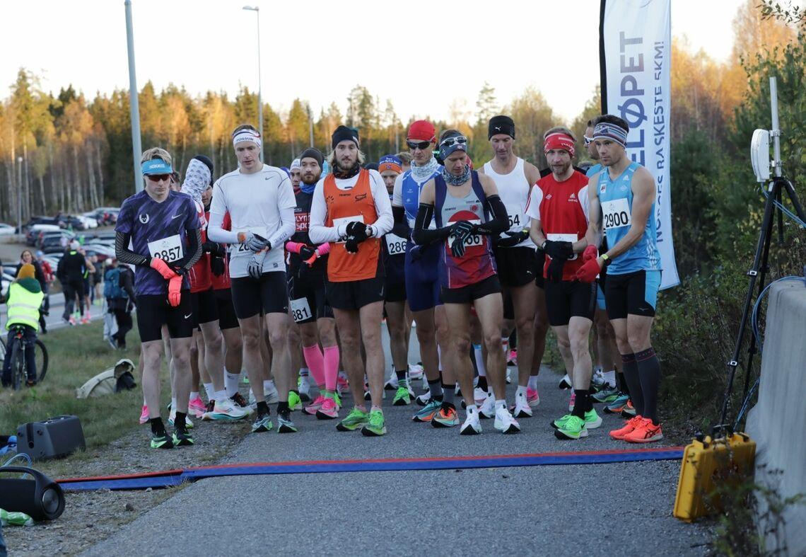 Færre antall deltagere og starter i mindre puljer, som her fra Perseløpet Maraton i oktober, var regelen for de fleste løpene som ble arrangert i fjor (Foto: Bjørn Hytjanstorp).