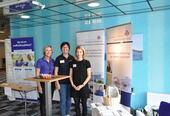 I flere år har HSR og Rehabilitering VEst delt stand under Rehabiliteringskonferansen som foregår i Haugesund hvert år i august. Her ser vi sykepleier Ann Vigdis D Holi (HSR) sammen med Edith Sørskår og Monica Olsen (HSR).