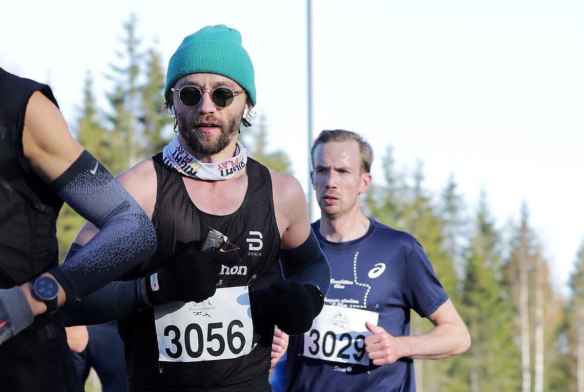 Musiker Sondre Lerche har i lengre tid hatt mål om å løpe under 3 timer på maraton. I helga gikk drømmen i oppfyllelse. (Foto: Bjørn Hytjanstorp)