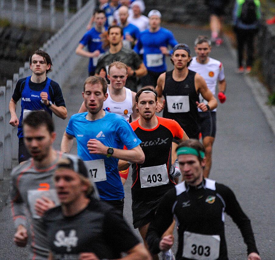 Det var 240 deltakere på Hoka Bykarusellen Perseløp 21. oktober. Her er over 100 bilder av løpet og løperne. (Alle foto: Arne Dag Myking)