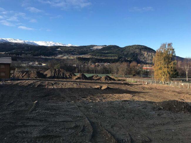 Gravearbeidene er i gang på området hvor nye Meldal helsetun skal bygges. Foto: Steinar Larsen