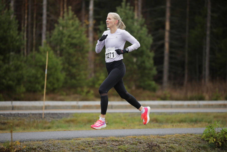 Astrid Brathaug Sørset med et nytt sub-35 minutters løp på Sand lørdag. (Foto Bjørn Hytjanstorp)