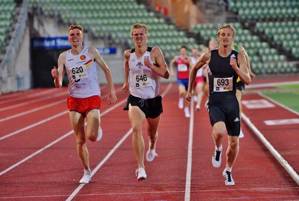 Hele 17 norske menn er inne blant de 100 beste i Europa på 3000 m. Marius Vedvik (til venstre) ligger på 25. plass, Sigurd Ruud Skjeseth (midten) på 23. plass og Ferdinand Kvan Edman på 22. plass. (Foto: Samuel Hafsahl)