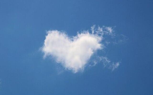 sky formet som et hjerte