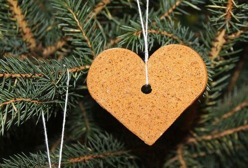 Jul pepperkakehjerte på treet