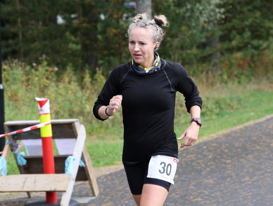 Therese underveis i 24-timersløpet i Stjørdal der hun satte norsk og nordisk bestenotering på 251,451 km. (Foto: Terje Weiseth Andersen)