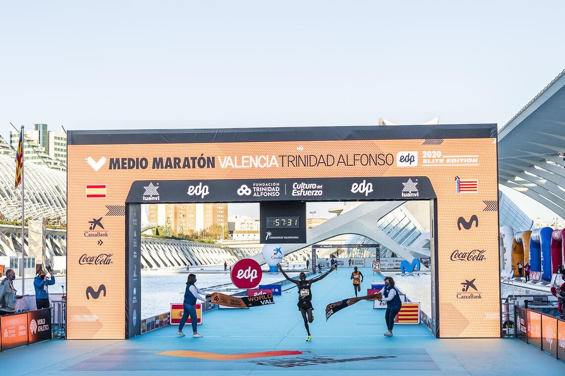 Kibiwott Kandie var en av fire som løp under den gamle verdensrekorden på halvmaraton i Valencia i desember. (Foto: Bruno Almela Egido)