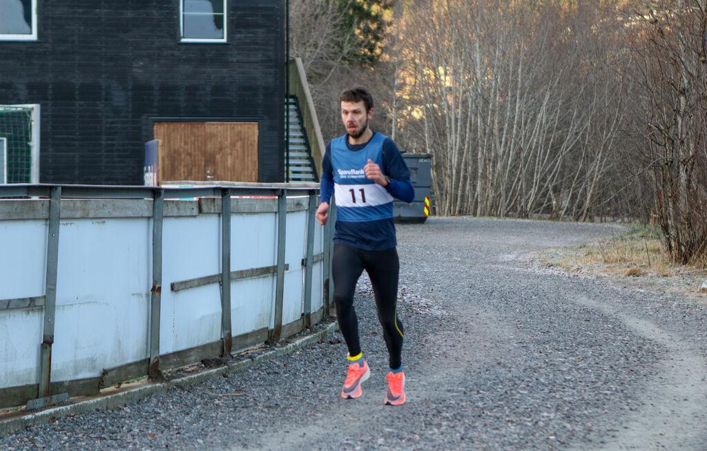 Stian Nedrelid først i mål på tiden 21:58. Foto: Bjørn Ole Vassbotn.