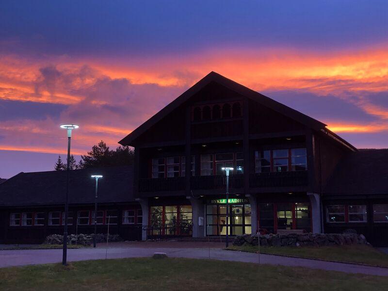 Rådhus i solnedgang