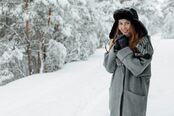 Jente i snøen