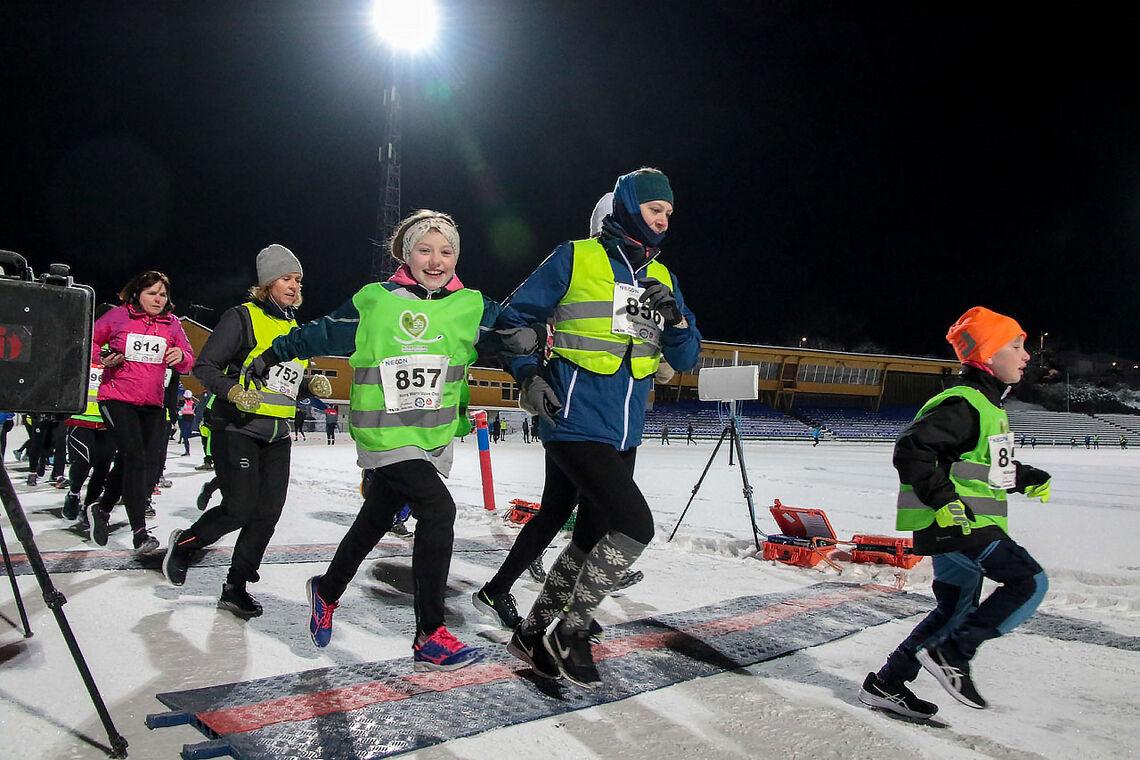 Nora Marie Stave Osa og Ragnhild Aksnes løper ut fra start i sin pulje i Necon Vinterkarusell. Med stor begeistring! (Alle foto: Arne Dag Myking)