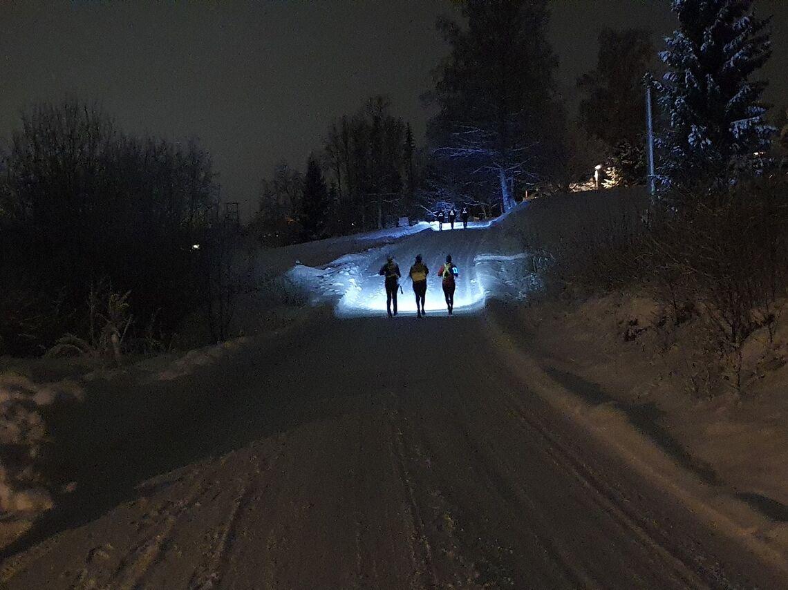Trimmere med lyse utsikter mot toppen i Nordhagarunden tirsdag kveld. (Foto: Stein Arne Negård)