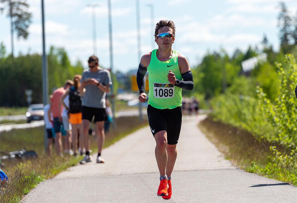 Det var i Perseløpet, om enn ikke akkurat i denne utgaven, at Ronny Losoa forbedra den norske rekorden i klasse 40-44 år til 14.58. (Foto: Samuel Hafsahl)