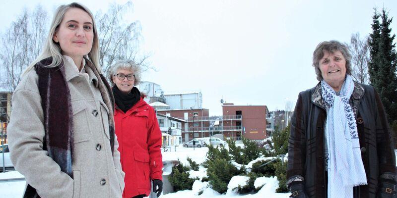 Bilde av vaksinegruppa: Fra venstre Marianne Thoresen, kommunefarmasøyt, helsesykepleier Laila Reitan Sundet og sykepleier Anne Jøraandstad. Sykepleier Ida Bakke er også en del av vaksinegruppa, men var ikke til stede da bildet ble tatt.