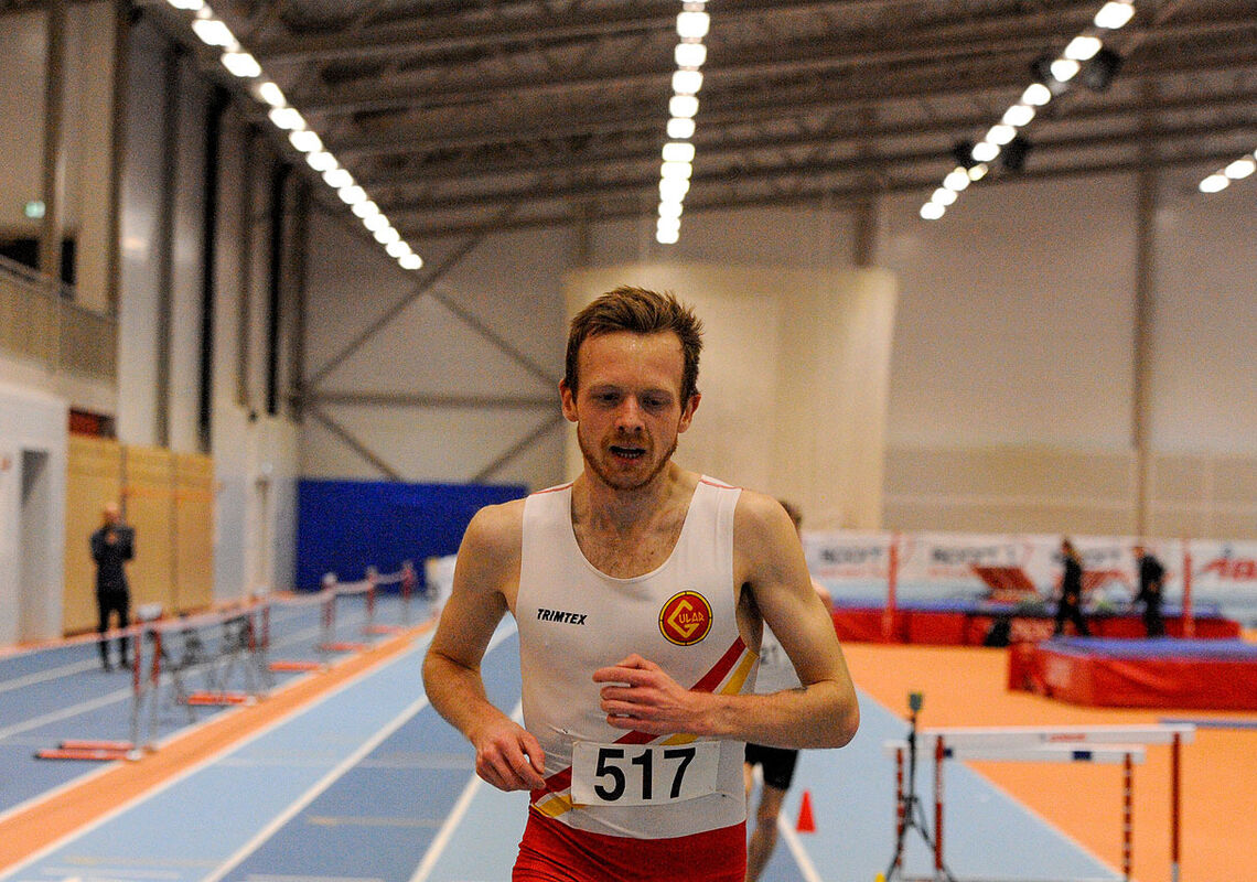 Ny innendørspers på Bjørnar Sandnes Lillefosse på 3000 meter i en konkurransefattig periode. (Alle foto: Arne Dag Myking)