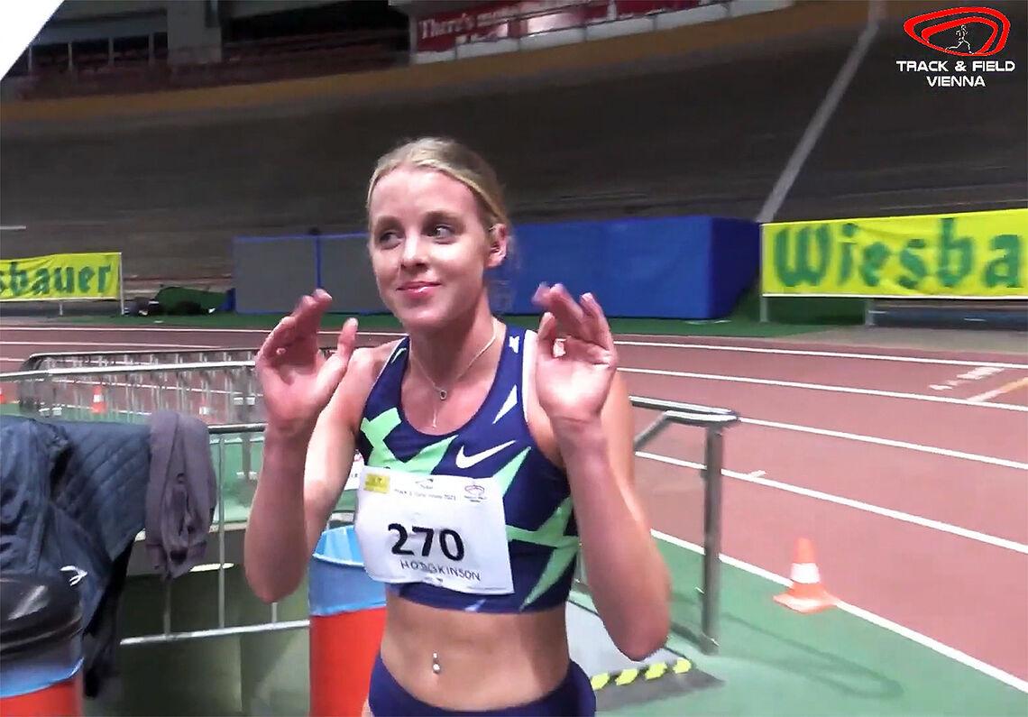 Britiske Keely Hodgkinson kunne glede seg over et strålende løp og ny verdensrekord. (Foto: skjermdump fra Vienna Indoor Track and Fields streaming)