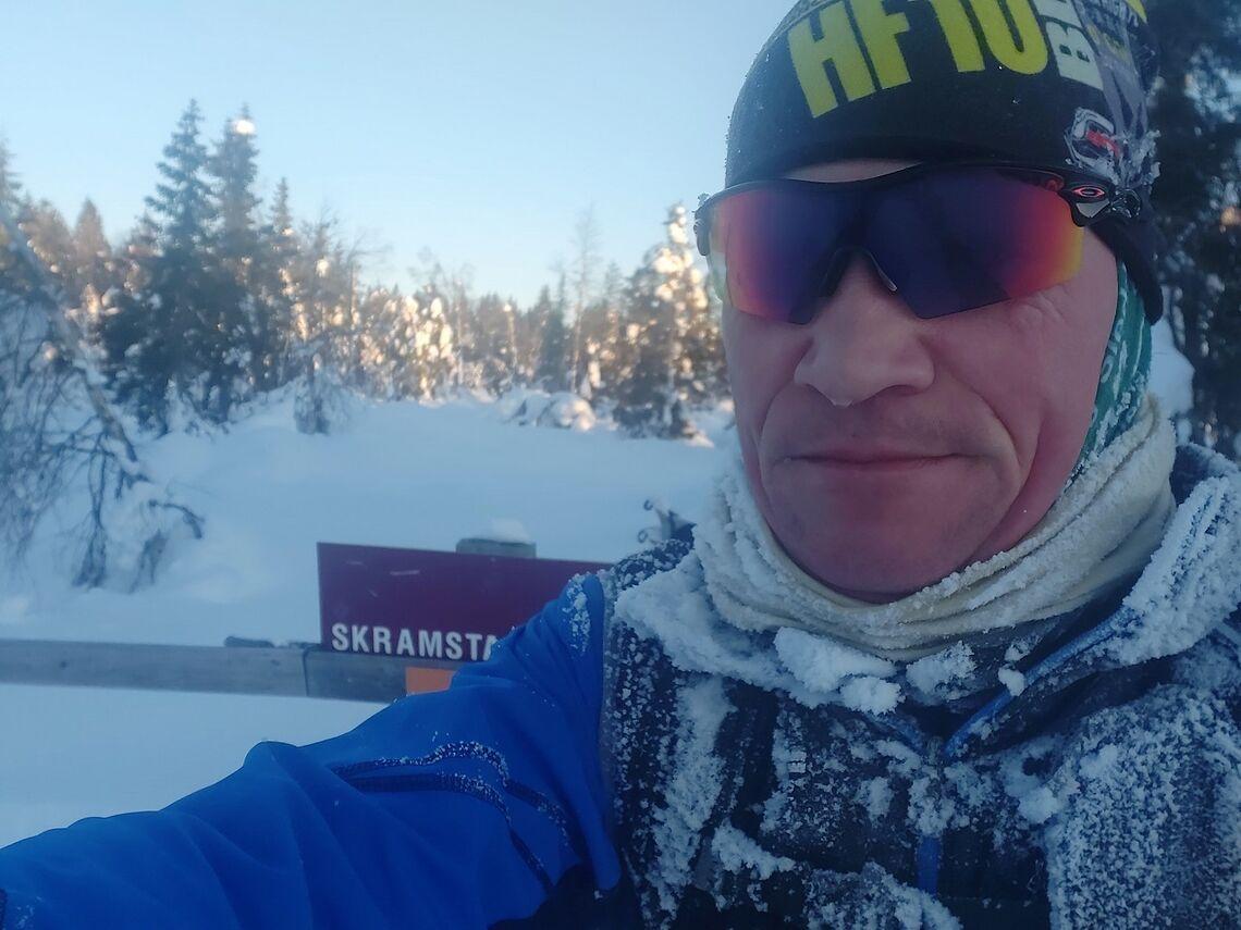 Patrick Åserud passerer Skramstadsætra lørdag morgen. (Foto: Privat)