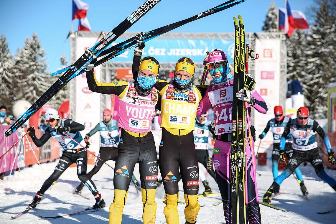 Topp tre i kvinneklassen. Fra venstre: Ida Dahl, Lina Korsgren og Katerina Smutna. (Foto: arrangøren)