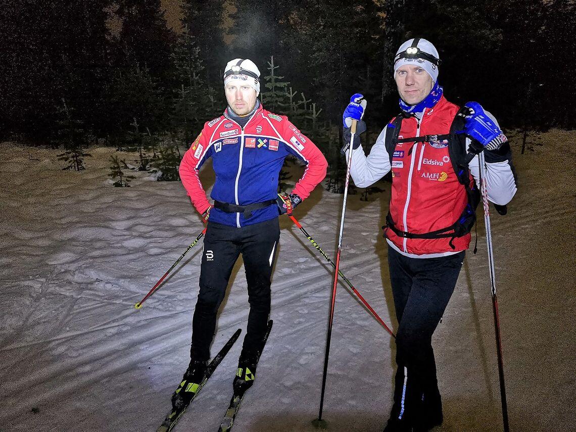 Vinner Marius Osvold (til v.) sammen med andremann Jørgen Stensløkken etter kanskje årets eneste duell i skisporet.
