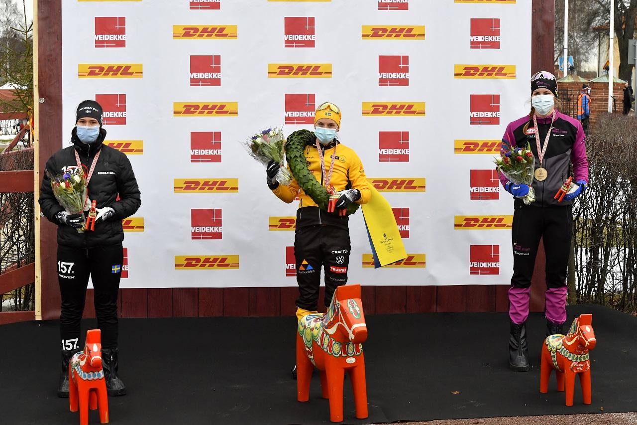 210227  Mora Tjejvasan med Lina Korsgren som segrare flankerad av Britta Johansson-Norgen och trean Linn Sömskar Foto Nisse Schmidt