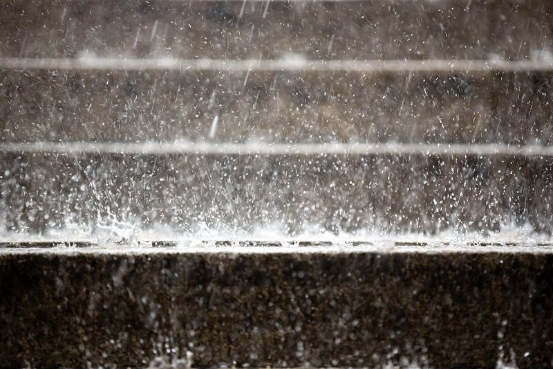 Illustrasjonsbilde av kraftig regnvær