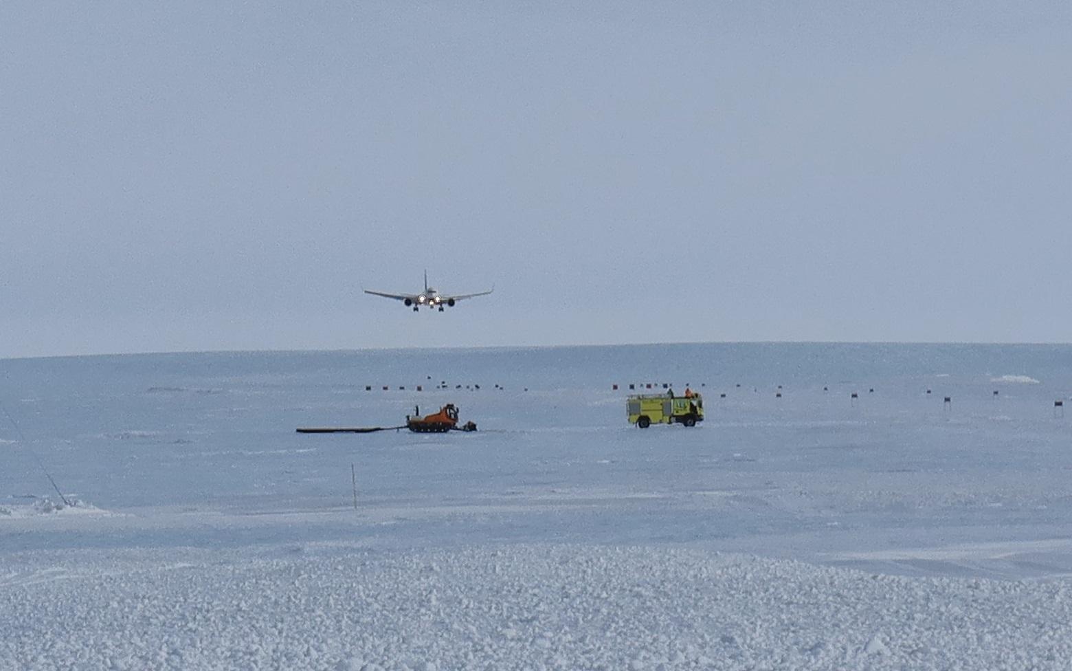 TF-ISN landing at Troll_ 1.JPG .JPG