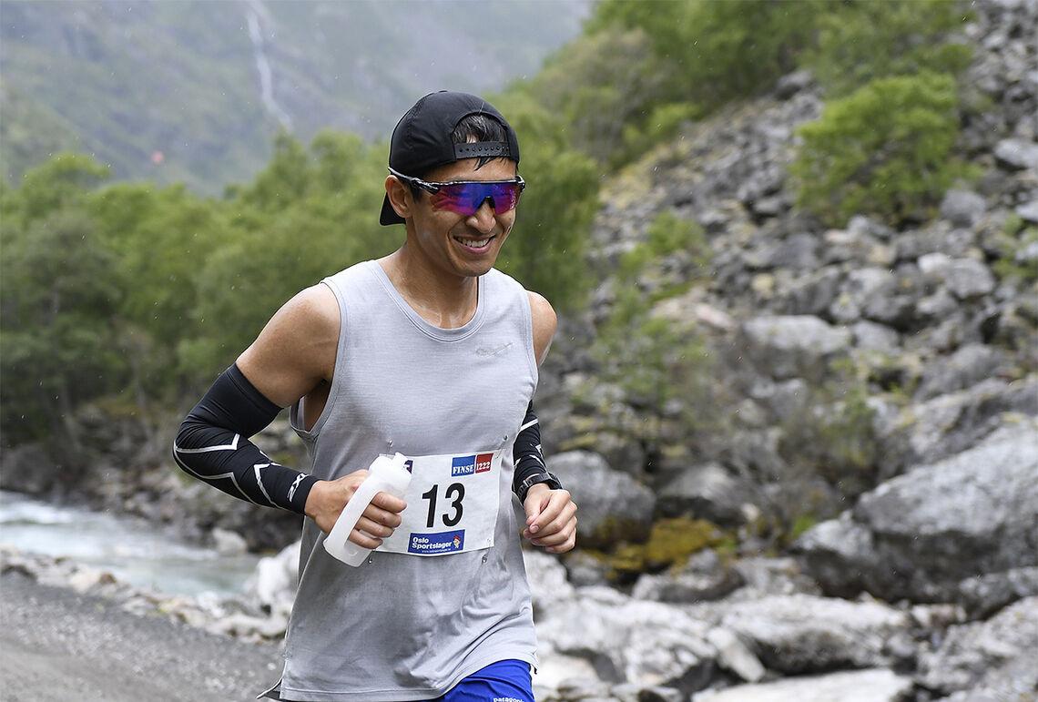 Håkon Haug Urdal liker halvlange ultraløp som ikke går i alt for teknisk terreng. Her ser vi han under Rallarvegsløpet som han vant tre år på rad fra 2017 til 2019. (Foto: Bjørn Johannessen)