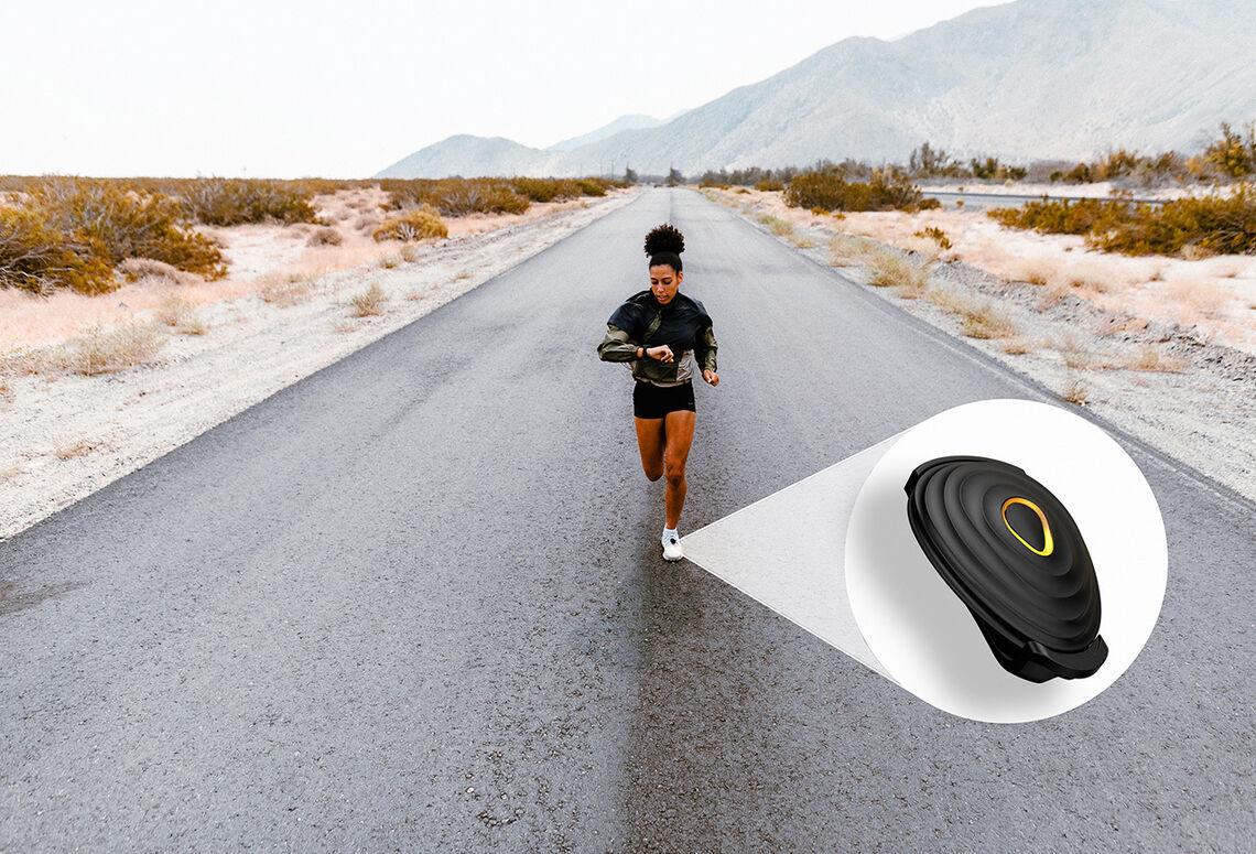 Med en Stryd-brikke festet til skoen kan en måle hvor mange watt en produserer når en løper. (Foto: Stryd)