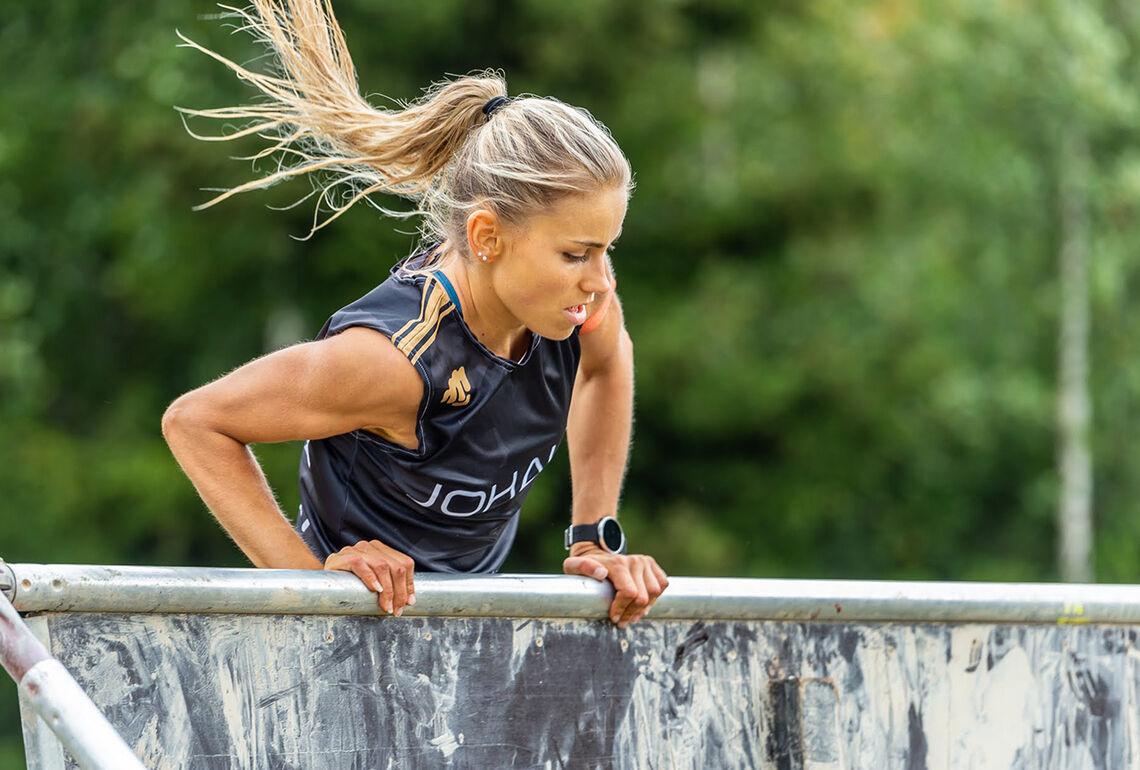 Elsker utfordringer: Som hinderløper på høyt nivå får Julie Wahr-Hansen testa seg ut både fysisk og mentalt. (Foto: Samuel Hafsahl)