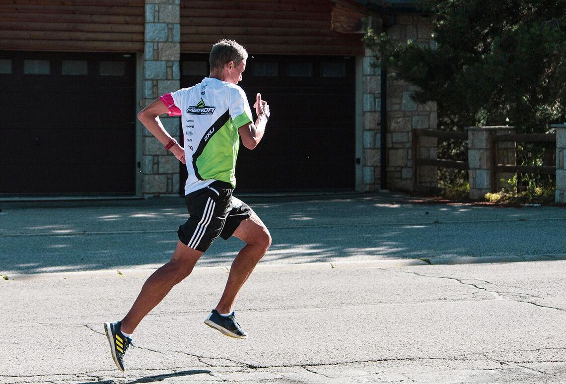 Tim Bennett vektlegger teknikk og stegavvikling når han som 56-åring skal prøve å løpe 1500 m under 5 minutter. (Foto: Birk Skogland)