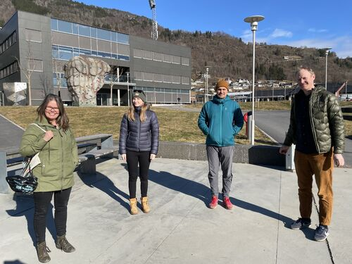 Varaordførar Vibeke Johnsen, forskar Karen R. Moberg, samfunnsutviklar i kommunen, Torkjel Solbraa og forskingsleiar for klima og miljø, Halvor Dannevig.