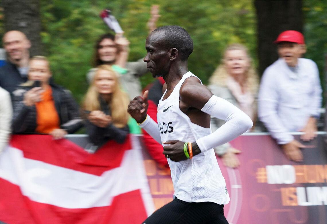 Regjerende olympisk mester Eliud Kipchoge tar med seg Hamburg Marathon på vei mot OL-løpet i Sapporo. (Foto: INEOS 1:59 Challenge)
