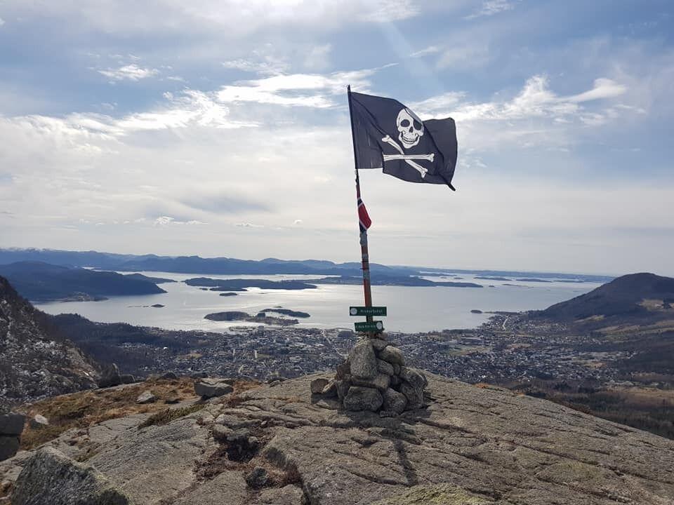 Utsikt fra en av toppene som ble besøkt i løpet. (Foto: Arrangør/Hege Bjørlo)