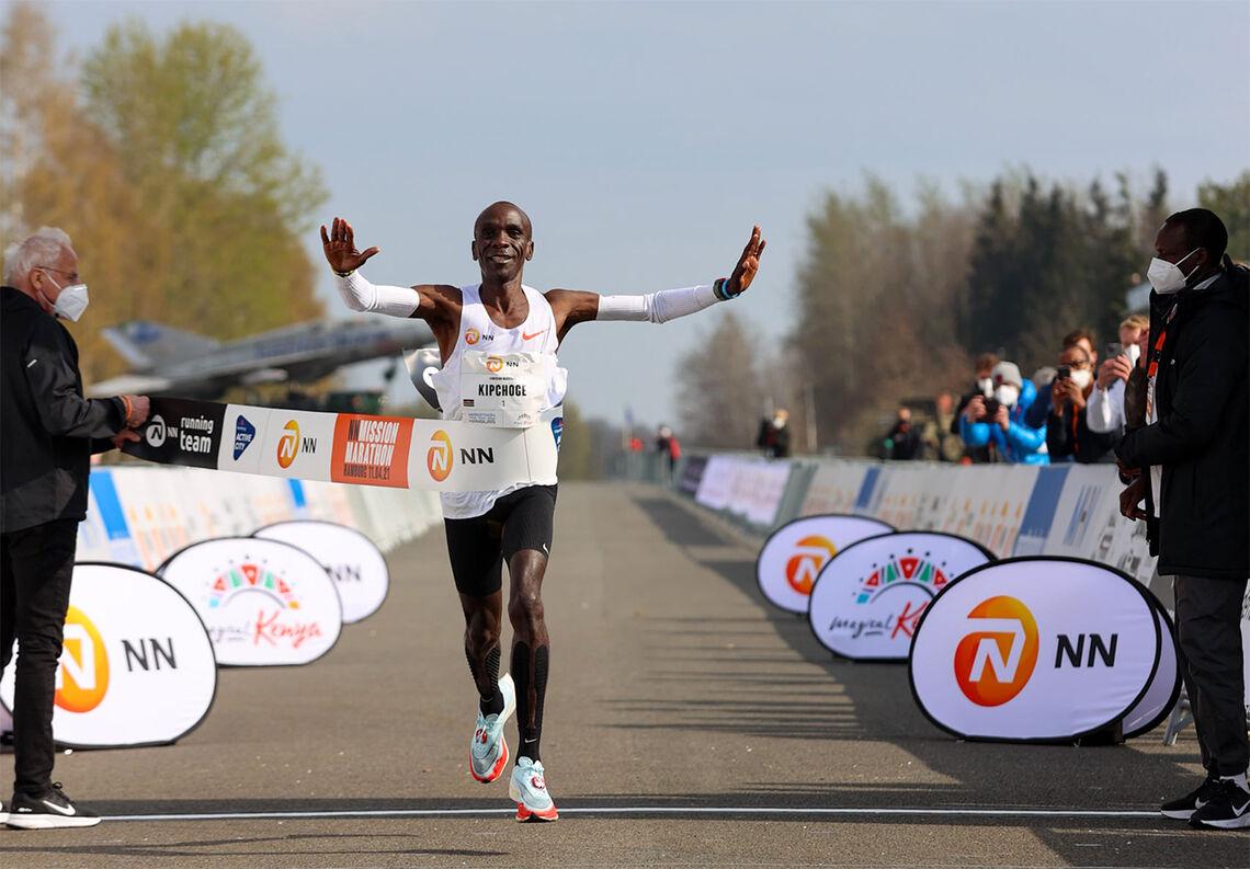 Eliud Kipchoge har fullført åtte godkjente maratonløp på ei bedre tid enn den han nå leverte, men 2.04.30 viste likevel at han er en av de største favorittene til OL-gullet. (Foto: NN Running Team)