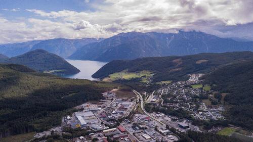 Luftfoto av industriområdet på Kaupanger.