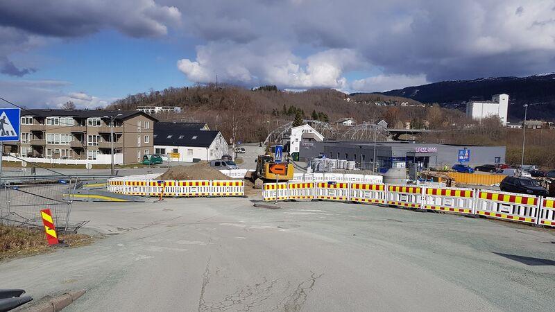 REMA-krysset skal bygges om til rundkjøring. Foto: Lars Erik Sira.