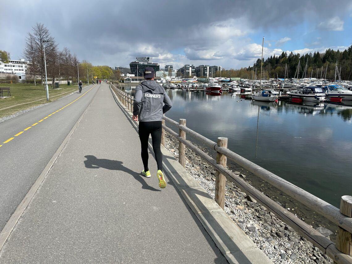 Arrangementsleder Geir Jarle Bjørneng testløp Oslo Løpsfestivals åpningsløype dagen før dagen. (Foto: Oslo Løpsfestival)
