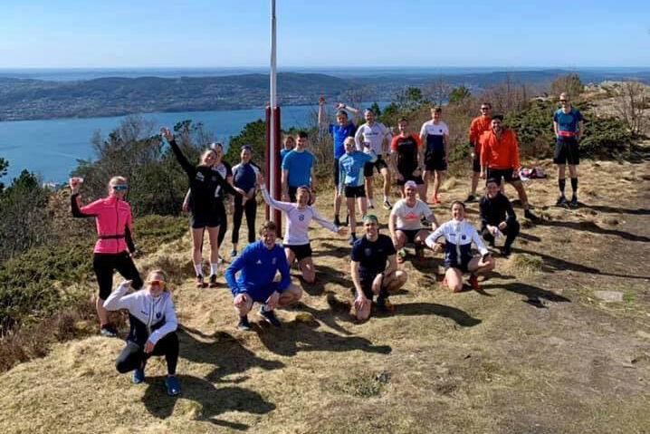 Deltakerne i motbakkeløpet kan puste ut ved Sandvikshytten (Foto: arrangøren)