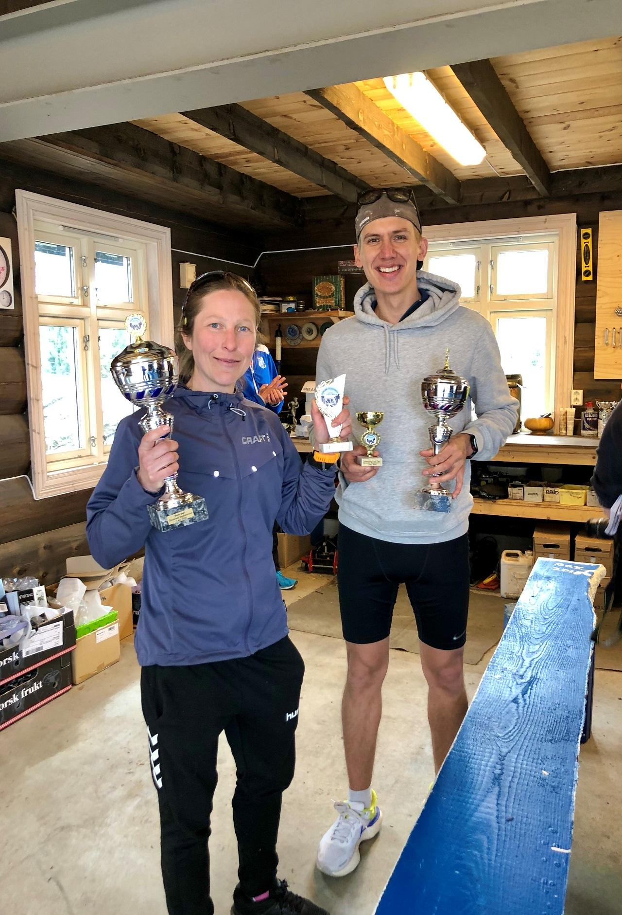 Vinnere helmaraton Ingrid Ukkelberg og Robert Bu.jpg
