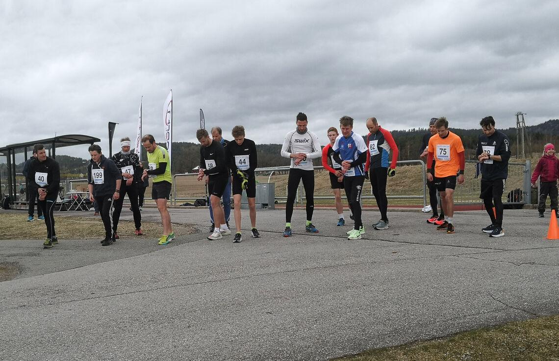 Start pulje 3. Midt i bildet står vinneren, Anders Hekkli (nr. 44). (Foto: Rune Romnes)