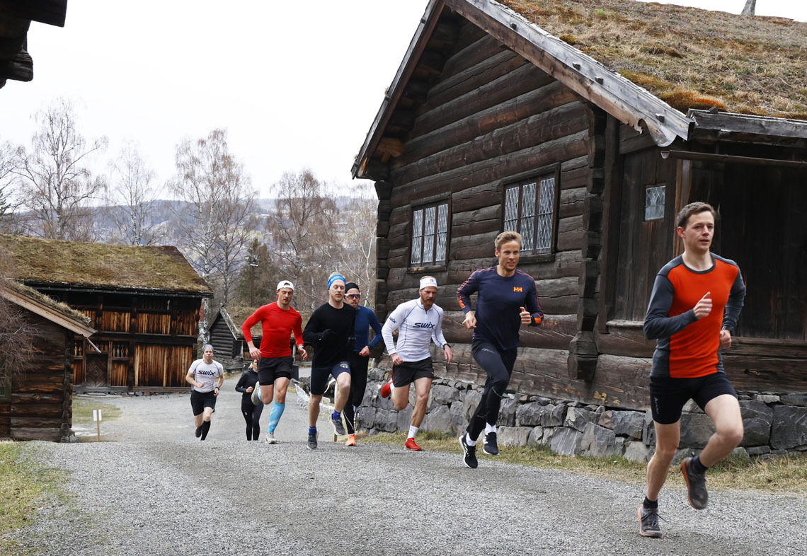 En gruppe løpere med forankring i Sykehuset Innlandet og Sør-Vekkom Lauparlag trener ofte sammen. I Maihaugeløpet startet de samtidig og konkurrerte mot hverandre. Og fort gikk det, for enkelte.