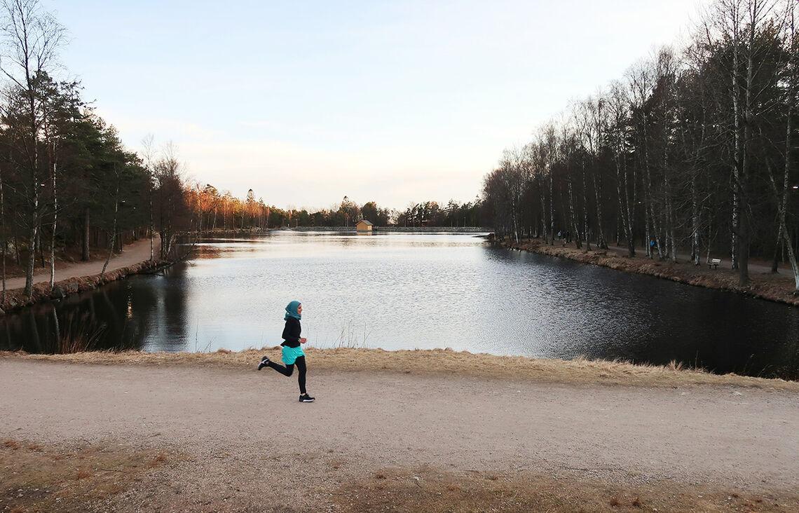 På heimebane: Fairuz Syed Ahmad er i sitt ess når hun får løpe rundt 2. dam i Fredrikstadmarka. (Foto: Ole Christian Lier)