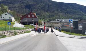 Sogndal musikklaget spelte rundt om på ulike plassar i bygda.