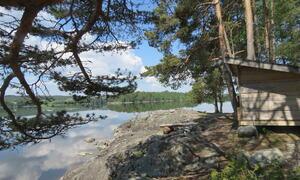 Gapahuk ved vannet Suteren friluftsområdet Rakkestad kommune