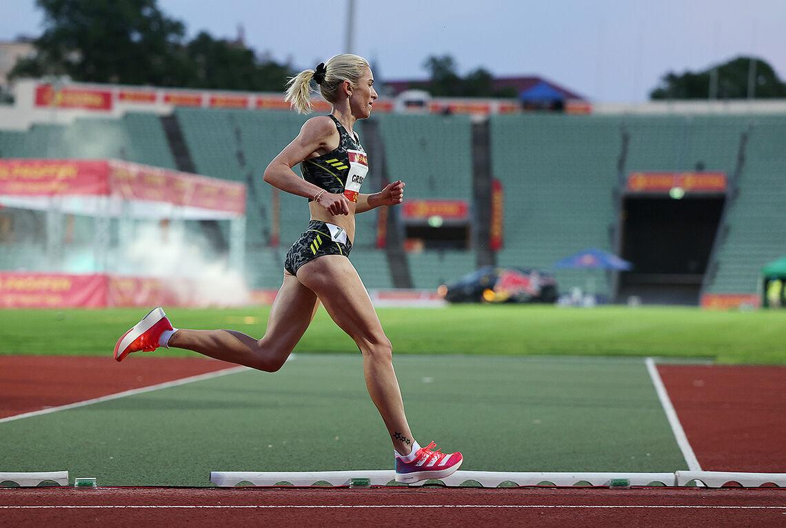 Karoline Bjerkeli Grøvdal løpe en solid 3000 m på 8:30,84. Det var nesten sekundet raskere enn den norske rekorden til Grete Waitz. (Foto: Samuel Hafsahl)